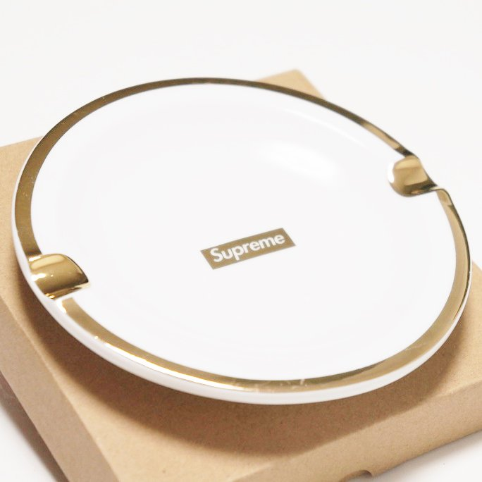 Supreme Gold Trim Ceramic Ashtray<img class='new_mark_img2' src='//img.shop-pro.jp/img/new/icons47.gif' style='border:none;display:inline;margin:0px;padding:0px;width:auto;' />