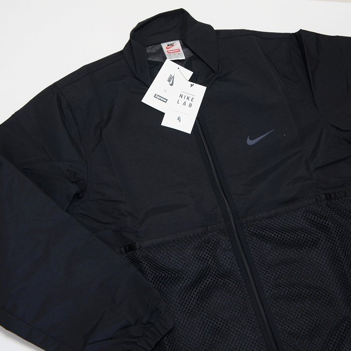 Supreme Nike Trail Running Jacket <img class='new_mark_img2' src='//img.shop-pro.jp/img/new/icons47.gif' style='border:none;display:inline;margin:0px;padding:0px;width:auto;' />