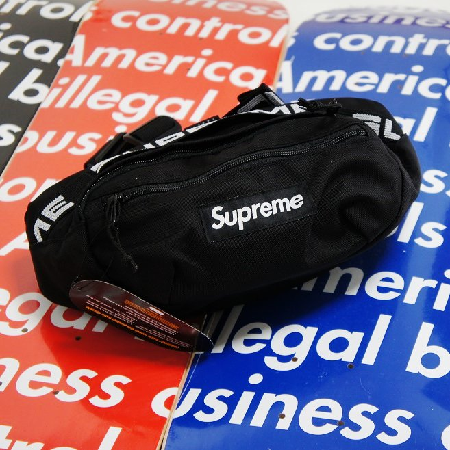Supreme Waist Bag<img class='new_mark_img2' src='//img.shop-pro.jp/img/new/icons15.gif' style='border:none;display:inline;margin:0px;padding:0px;width:auto;' />