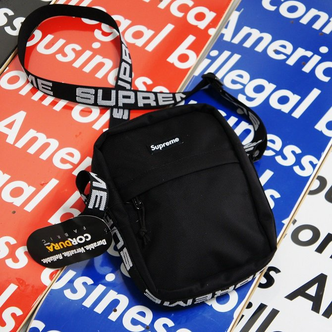 Supreme Shoulder Bag<img class='new_mark_img2' src='//img.shop-pro.jp/img/new/icons47.gif' style='border:none;display:inline;margin:0px;padding:0px;width:auto;' />