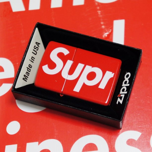 Supreme Logo Zippo<img class='new_mark_img2' src='//img.shop-pro.jp/img/new/icons47.gif' style='border:none;display:inline;margin:0px;padding:0px;width:auto;' />
