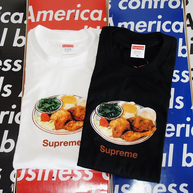 Supreme Chicken Dinner Tee<img class='new_mark_img2' src='//img.shop-pro.jp/img/new/icons47.gif' style='border:none;display:inline;margin:0px;padding:0px;width:auto;' />