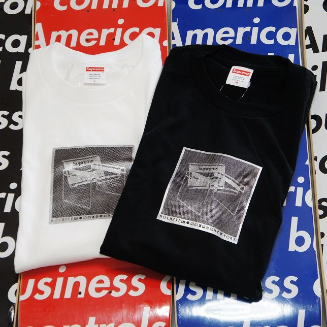 Supreme Chair Tee<img class='new_mark_img2' src='https://img.shop-pro.jp/img/new/icons47.gif' style='border:none;display:inline;margin:0px;padding:0px;width:auto;' />