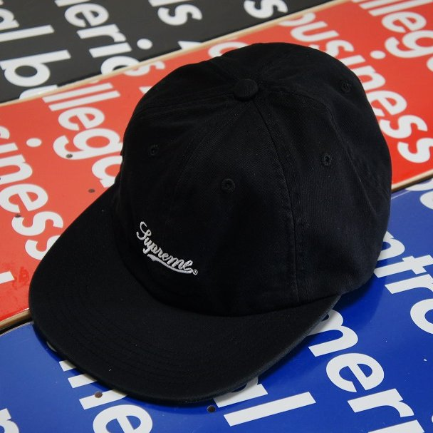 Supreme Side Pocket Script Logo 6-Panel<img class='new_mark_img2' src='https://img.shop-pro.jp/img/new/icons47.gif' style='border:none;display:inline;margin:0px;padding:0px;width:auto;' />