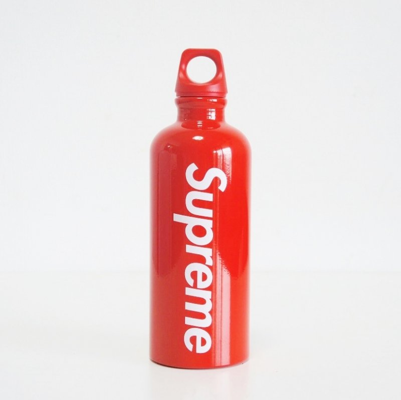 Supreme SIGG Traveller Water Bottle<img class='new_mark_img2' src='https://img.shop-pro.jp/img/new/icons16.gif' style='border:none;display:inline;margin:0px;padding:0px;width:auto;' />