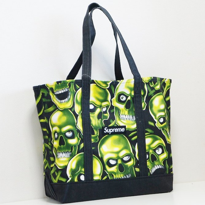 Supreme Skull Pile Denim Tote<img class='new_mark_img2' src='https://img.shop-pro.jp/img/new/icons15.gif' style='border:none;display:inline;margin:0px;padding:0px;width:auto;' />