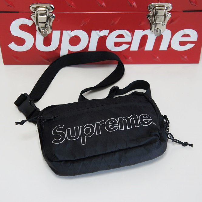 Supreme Shoulder Bag<img class='new_mark_img2' src='//img.shop-pro.jp/img/new/icons15.gif' style='border:none;display:inline;margin:0px;padding:0px;width:auto;' />
