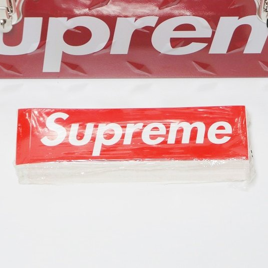 Supreme Box Logo ステッカー1パック<img class='new_mark_img2' src='//img.shop-pro.jp/img/new/icons15.gif' style='border:none;display:inline;margin:0px;padding:0px;width:auto;' />