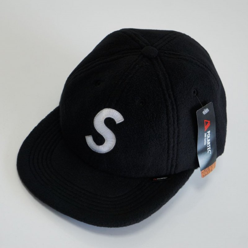 Supreme Polartec S Logo 6-Panel Cap<img class='new_mark_img2' src='//img.shop-pro.jp/img/new/icons15.gif' style='border:none;display:inline;margin:0px;padding:0px;width:auto;' />