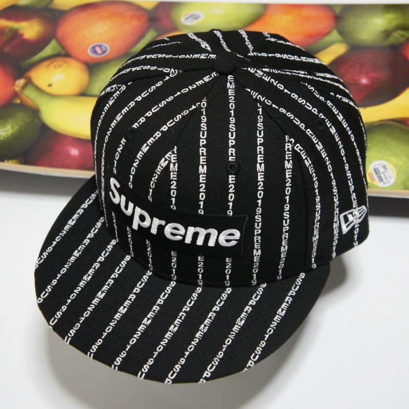 Supreme New Era Box Logo Text Stripe<img class='new_mark_img2' src='//img.shop-pro.jp/img/new/icons15.gif' style='border:none;display:inline;margin:0px;padding:0px;width:auto;' />