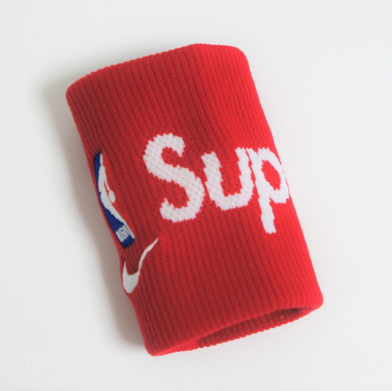 Supreme®/Nike®/NBA Wristbands<img class='new_mark_img2' src='https://img.shop-pro.jp/img/new/icons15.gif' style='border:none;display:inline;margin:0px;padding:0px;width:auto;' />