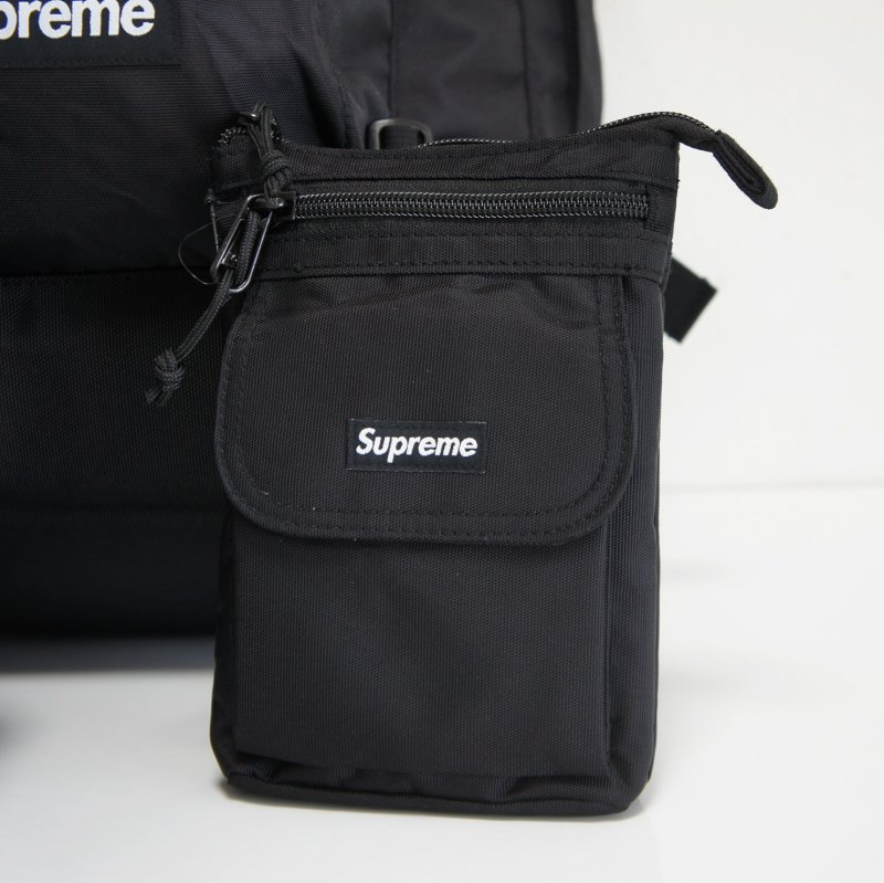 Supreme Shoulder Bag<img class='new_mark_img2' src='https://img.shop-pro.jp/img/new/icons15.gif' style='border:none;display:inline;margin:0px;padding:0px;width:auto;' />