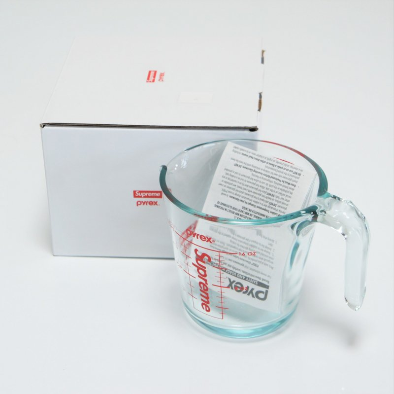 Supreme®/Pyrex® 2-Cup Measuring Cup<img class='new_mark_img2' src='//img.shop-pro.jp/img/new/icons15.gif' style='border:none;display:inline;margin:0px;padding:0px;width:auto;' />