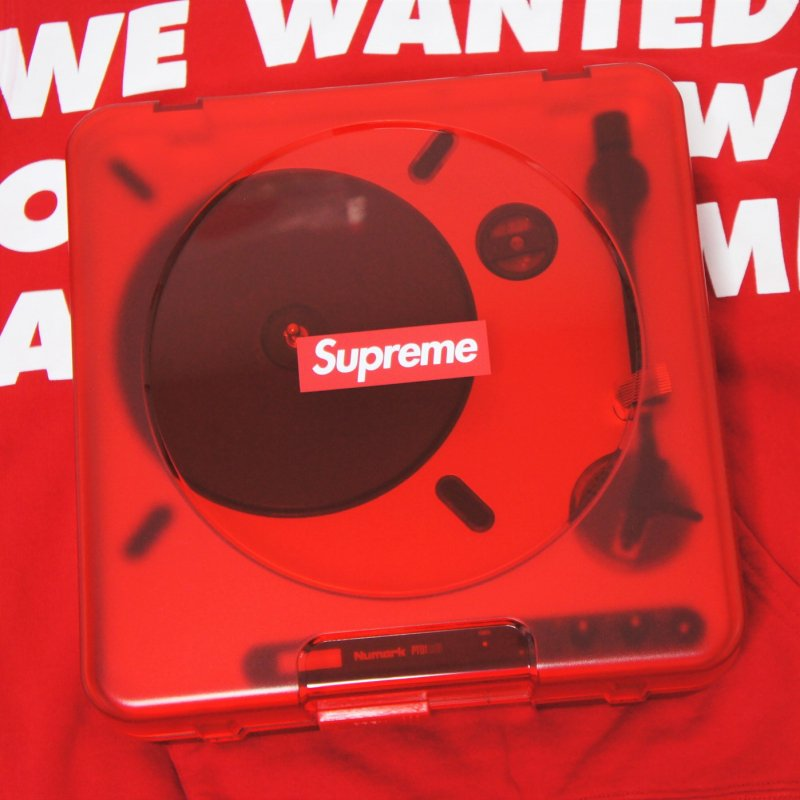 Supreme Numark® PT01 Portable Turntable<img class='new_mark_img2' src='https://img.shop-pro.jp/img/new/icons15.gif' style='border:none;display:inline;margin:0px;padding:0px;width:auto;' />