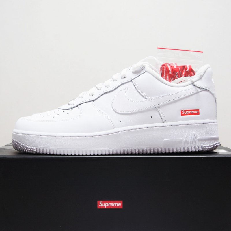 Supreme Nike Air Force 1 Low<img class='new_mark_img2' src='https://img.shop-pro.jp/img/new/icons15.gif' style='border:none;display:inline;margin:0px;padding:0px;width:auto;' />