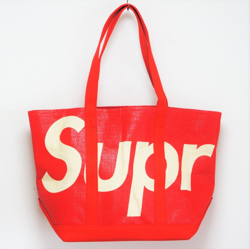 Supreme Raffia Tote<img class='new_mark_img2' src='https://img.shop-pro.jp/img/new/icons15.gif' style='border:none;display:inline;margin:0px;padding:0px;width:auto;' />