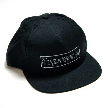 Supreme x KAWS Box Logo 5 Panel Cap<img class='new_mark_img2' src='//img.shop-pro.jp/img/new/icons47.gif' style='border:none;display:inline;margin:0px;padding:0px;width:auto;' />