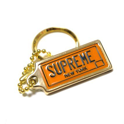 Supreme License Plate Keychain<img class='new_mark_img2' src='https://img.shop-pro.jp/img/new/icons15.gif' style='border:none;display:inline;margin:0px;padding:0px;width:auto;' />