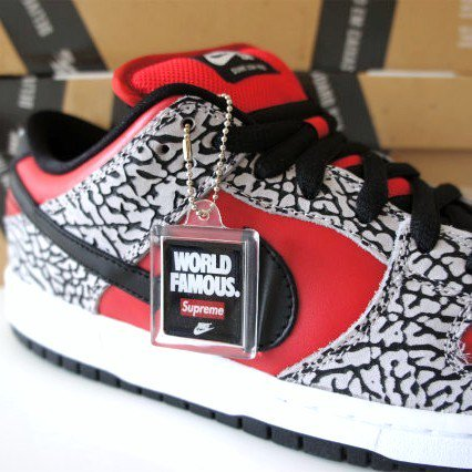 Supreme NIKE Dunk SB<img class='new_mark_img2' src='https://img.shop-pro.jp/img/new/icons47.gif' style='border:none;display:inline;margin:0px;padding:0px;width:auto;' />