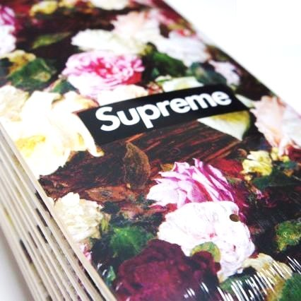 Supreme POWER, CORRUPTION, LIES Box Logo Deck<img class='new_mark_img2' src='https://img.shop-pro.jp/img/new/icons47.gif' style='border:none;display:inline;margin:0px;padding:0px;width:auto;' />