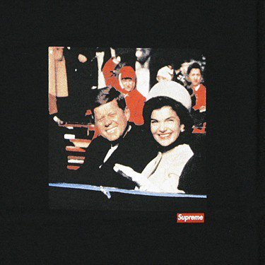 Supreme JFK Tee<img class='new_mark_img2' src='https://img.shop-pro.jp/img/new/icons47.gif' style='border:none;display:inline;margin:0px;padding:0px;width:auto;' />