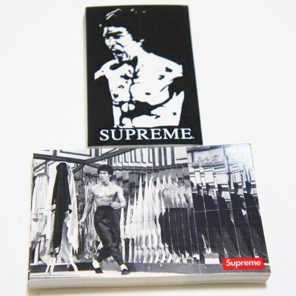 Supreme Bruce Lee Sticker<img class='new_mark_img2' src='//img.shop-pro.jp/img/new/icons47.gif' style='border:none;display:inline;margin:0px;padding:0px;width:auto;' />