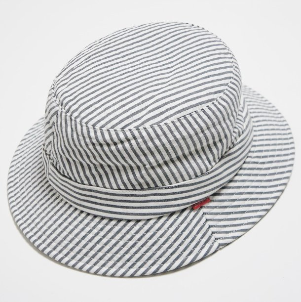 Brooks Brothers/Supreme Seersucker Bucket Hat<img class='new_mark_img2' src='https://img.shop-pro.jp/img/new/icons47.gif' style='border:none;display:inline;margin:0px;padding:0px;width:auto;' />