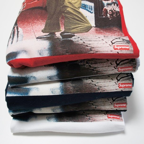 Supreme Kids 40 Tee <img class='new_mark_img2' src='https://img.shop-pro.jp/img/new/icons47.gif' style='border:none;display:inline;margin:0px;padding:0px;width:auto;' />