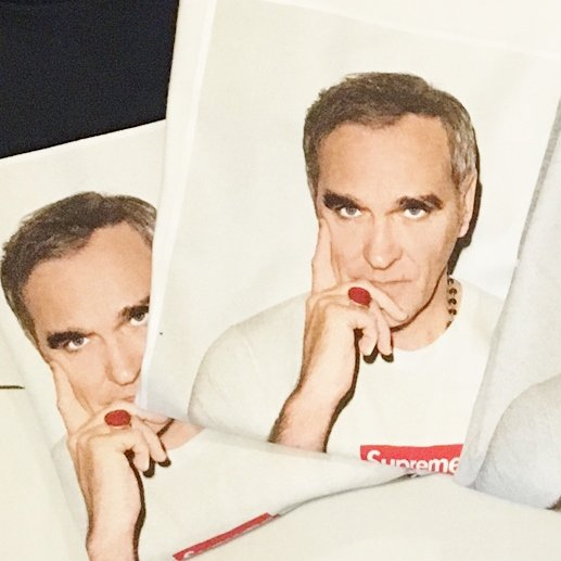Supreme MORRISSEY TEE<img class='new_mark_img2' src='https://img.shop-pro.jp/img/new/icons47.gif' style='border:none;display:inline;margin:0px;padding:0px;width:auto;' />