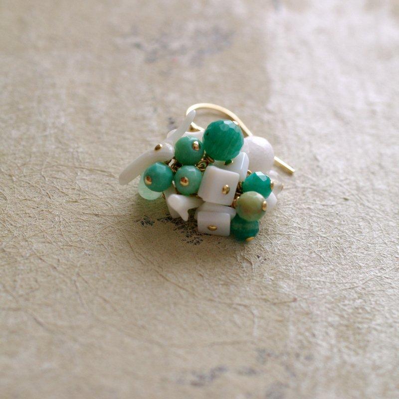 fusa : green Bouquet / 花 丸々房(earring)片耳・両耳