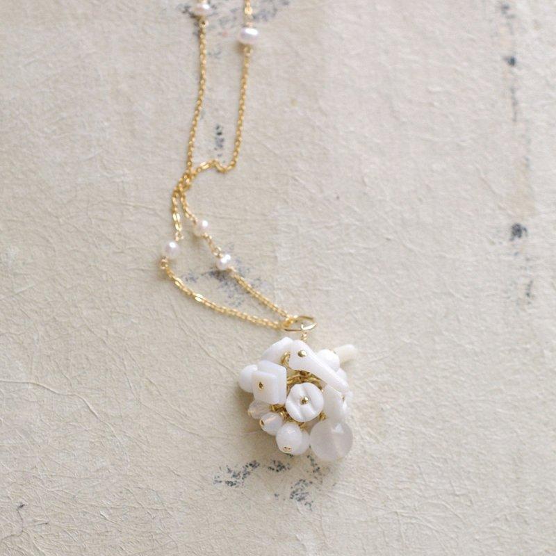 fusa : white Bouquet / 花 玉房(charms)