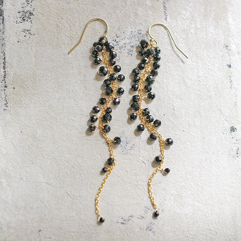 yamabudo : Black Spinel / 果房-L(earring)