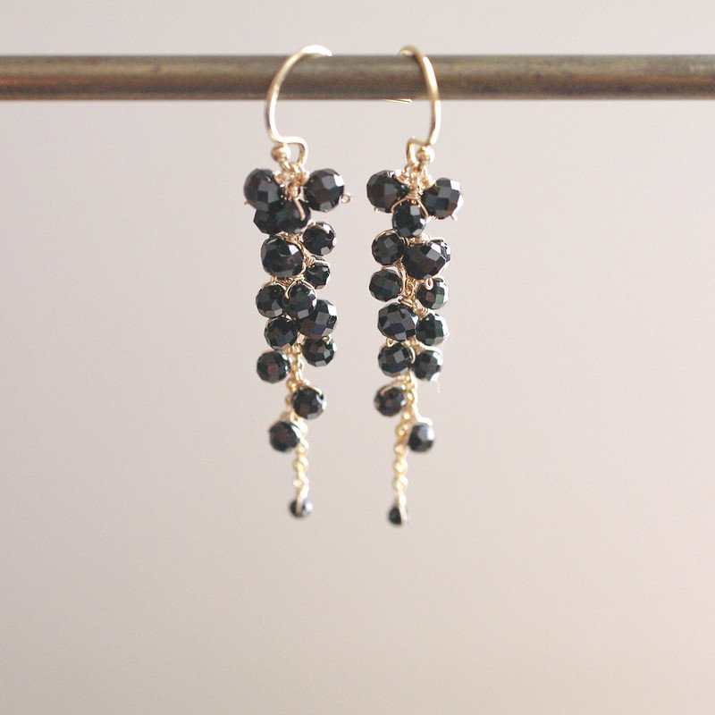 yamabudo : Black Spinel / 果房-S(earring)
