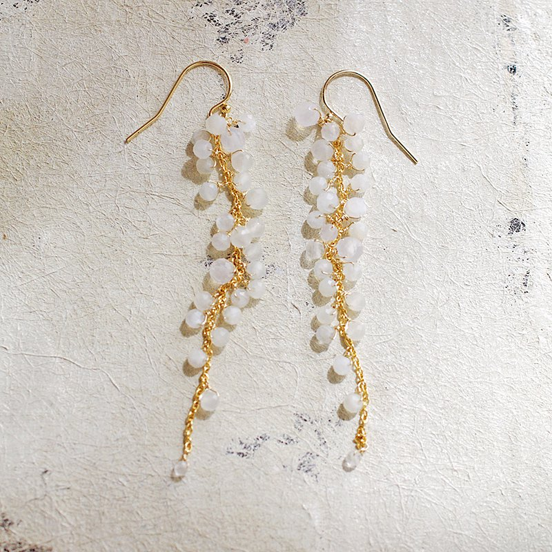 yamabudo : White Moonstone / 果房-L(earring)