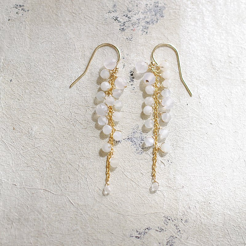 yamabudo : White Moonstone / 果房-S(earring)