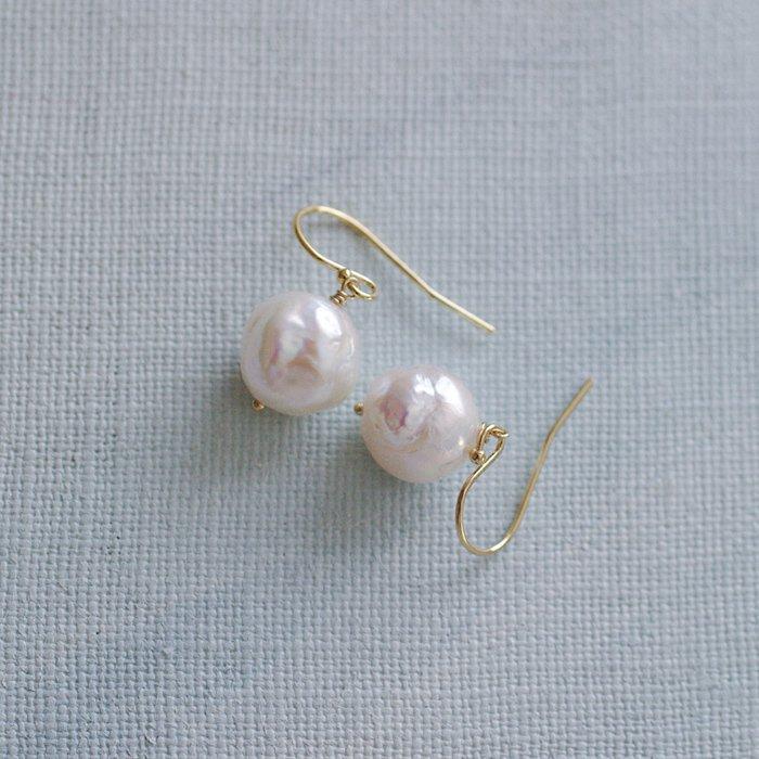 Pearl a(earring)