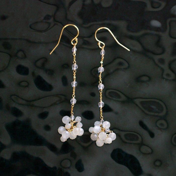 white Moon L(earring)