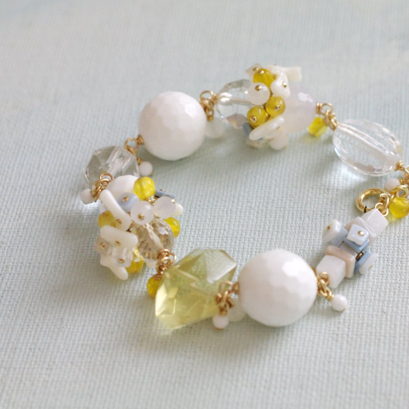 White, Yellow, Blue Bouquet(bracelet)