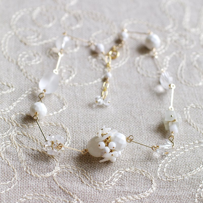 White Bouquet-n(necklace)