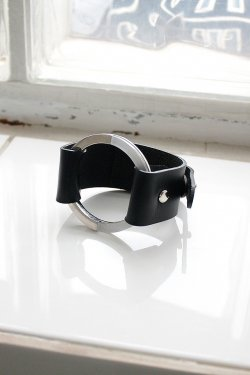 unclod-CIRCLE LEATHER BANGLE [ BLACK ]