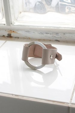 unclod-CIRCLE LEATHER BANGLE [ ASH GRAY ]
