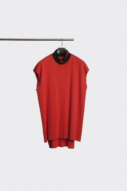 MINUS - MOCK NECK PLEATS NS (RED)