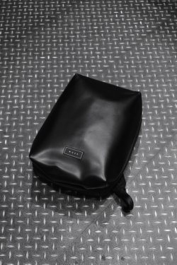 MUZE × beruf baggage - PVC BACK PACK (BLACK×BLACK)