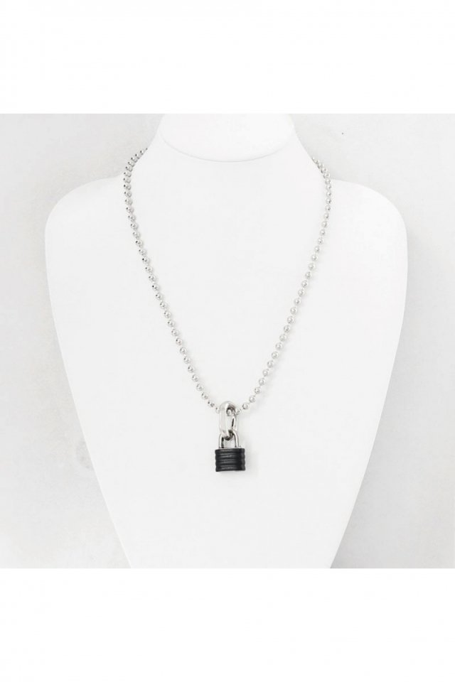 【※受注商品】BLACK TRIANGLE DESIGN - PADLOCK & chain bits short necklace (silver × black stripe)