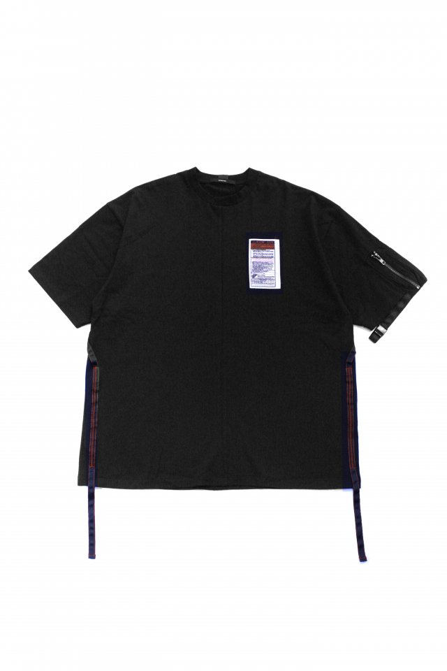 <img class='new_mark_img1' src='https://img.shop-pro.jp/img/new/icons1.gif' style='border:none;display:inline;margin:0px;padding:0px;width:auto;' />KOMAKINO - UTILITY SLEEVE T-SHIRT(BLACK) コマキノ S/S2020 collection