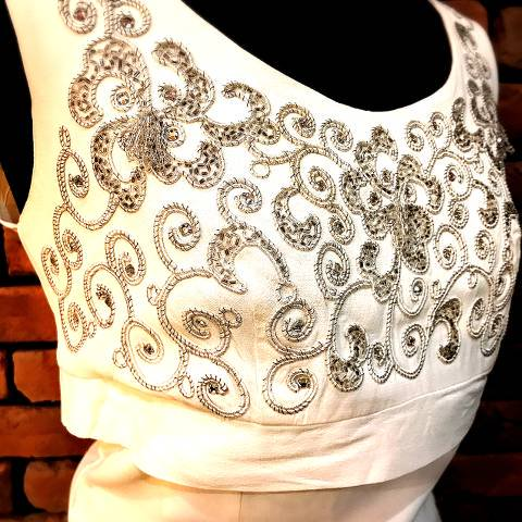 <img class='new_mark_img1' src='https://img.shop-pro.jp/img/new/icons26.gif' style='border:none;display:inline;margin:0px;padding:0px;width:auto;' />White Beaded Dress