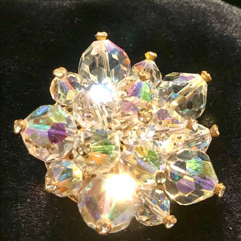 <img class='new_mark_img1' src='https://img.shop-pro.jp/img/new/icons13.gif' style='border:none;display:inline;margin:0px;padding:0px;width:auto;' />Crystal Beads & Rhinestone Brooch