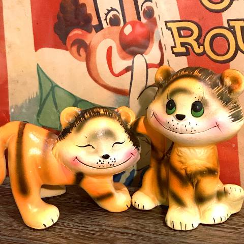 "<img class='new_mark_img1' src='//img.shop-pro.jp/img/new/icons13.gif' style='border:none;display:inline;margin:0px;padding:0px;width:auto;' />""Enesco"" Ceramic Tiger Pair"