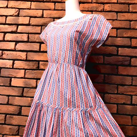 <img class='new_mark_img1' src='//img.shop-pro.jp/img/new/icons13.gif' style='border:none;display:inline;margin:0px;padding:0px;width:auto;' />Striped Flower Pattern Cotton Dress