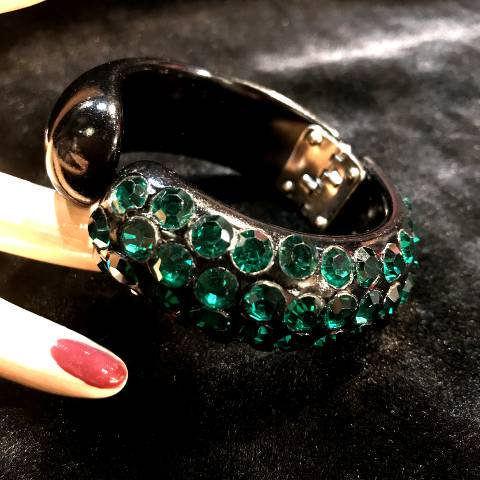 <img class='new_mark_img1' src='//img.shop-pro.jp/img/new/icons13.gif' style='border:none;display:inline;margin:0px;padding:0px;width:auto;' />Green Rhinestone Clamper Bangle